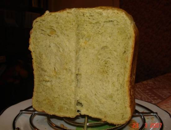 Хлеб с песто и кедровыми орешками (хлебопечка)Хлеб с песто и кедровыми орешками (хлебопечка)