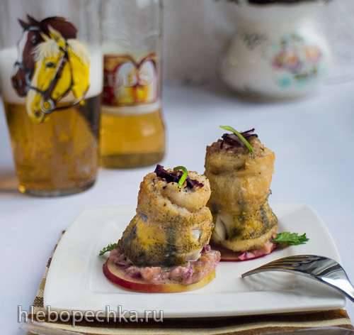 Рулетики из судака с яблочным соусом