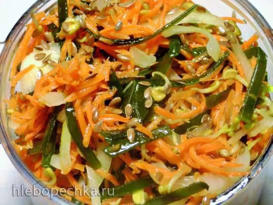 Салат из морской капусты с проростками пажитника и льном.