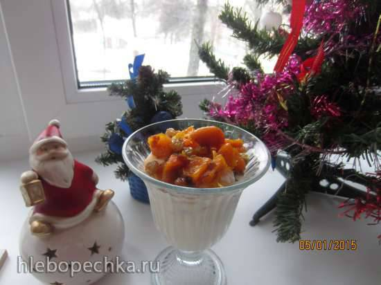 Десерт из сыра Рикотта, бисквитного печенья с орехами и сухофруктами