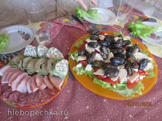 """Салат из копченных мидий, сыра """"Творожный ломтик""""и овощей"""