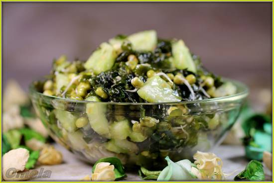 Салат с пророщенным машем и морской капустой