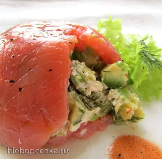 Террин с лососем и авокадо
