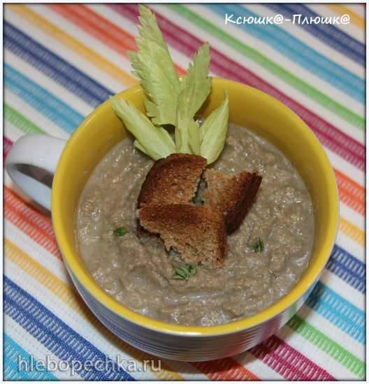 Суп-пюре из шампиньонов и сельдерея с ароматными ржаными гренками