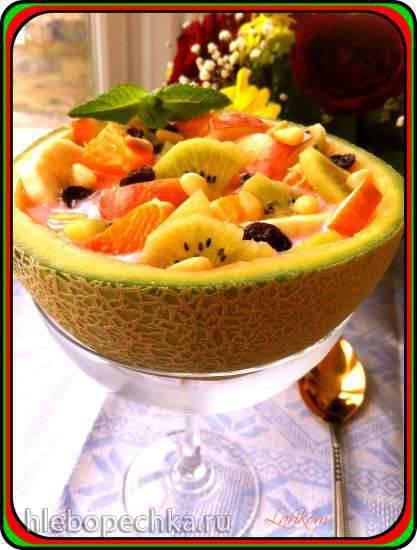 Фруктовый суп в дыне Тропиканка