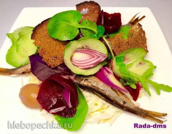 Салат из запеченной свеклы со шпротами и маринованными яйцами