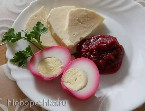 Яйца в свекольном маринаде