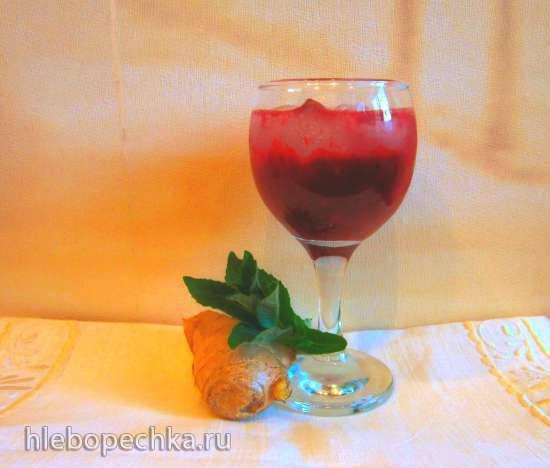 Имбирно-клубничный  напиток с красной и черной смородиной