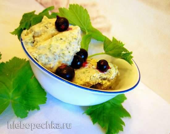 Мороженое с листьями черной смородины