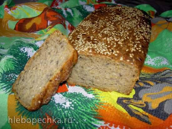Ржано-пшеничный хлеб на закваске с полезными добавками.