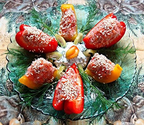 Фаршированные овощами перцы со сметанковым дипом