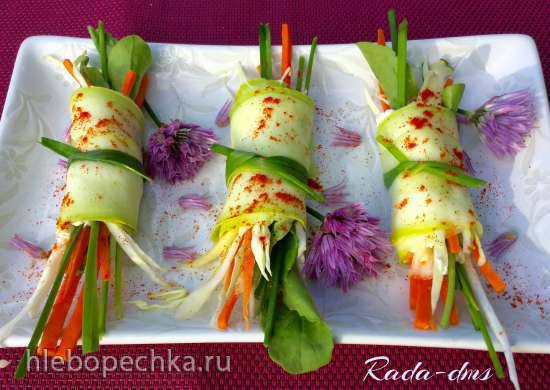 Рулетики из молодых кабачков (цукини) с  молодым сыром  и овощами