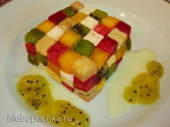 """Салат фруктовый с моцареллой """"Кубик Рубика"""" под соусом из сгущенного молока и фруктов"""