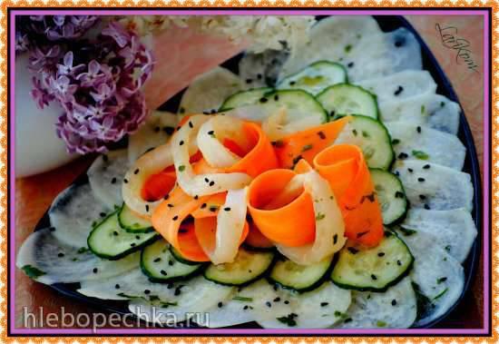 Колокольчики из дайкона и моркови с креветками