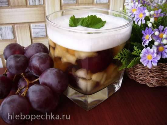 Дынно-виноградное желе под молочной пенкой