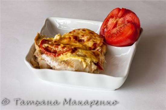 Хек, запечённый с помидорами и сыром в пиццепечке Princess