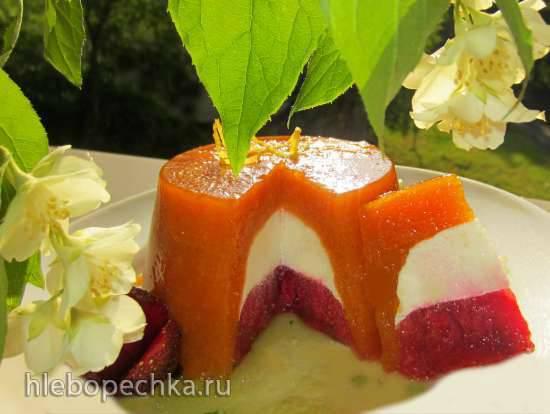 Баваруа из абрикосов, сливок и клубники Баваруа из абрикосов, сливок и клубники