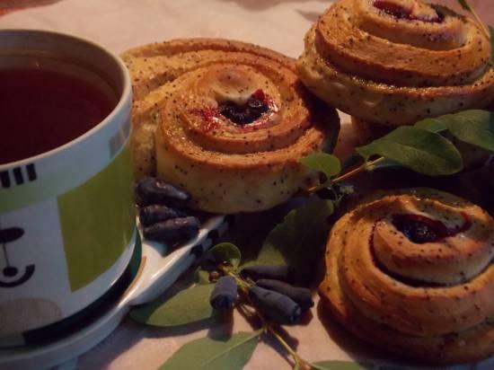 Пудинг с ягодами жимолости и клубники Маковые завитки с жимолостью