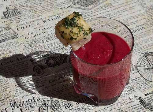 Борщ-пюре с яблоком и имбирем