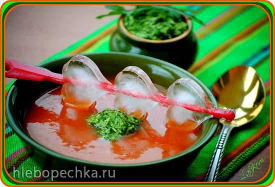 Холодный томатный суп с песто из рукколы