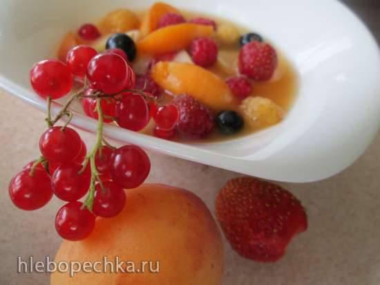 Салат овощной с ягодами красной смородины Пряный фруктовый салат