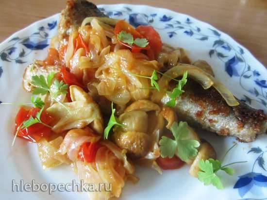 Рыба, жаренная под грибным соусом