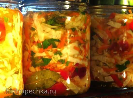 Капустный салат с яблоком и сливой