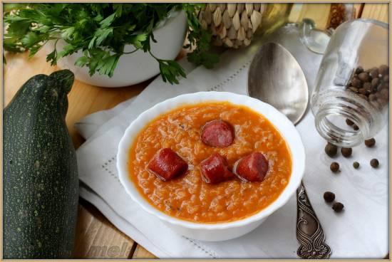 Чечевичная похлебка с кабачком и колбасками