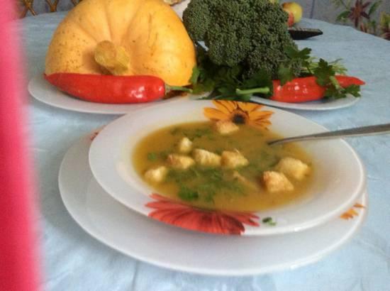 Согревающий суп-пюре из тыквы, брокколи и перца чили