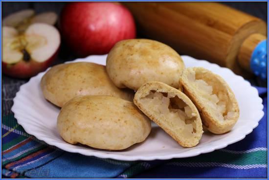 Рассыпчатые пирожки с яблоками