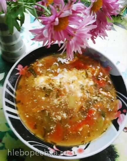 Суп с фасолью, беконом и солёным огурцом
