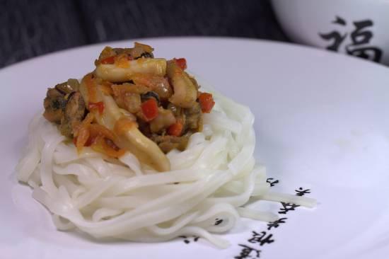Салат из рисовой лапши с овощами Рисовая лапша с морепродуктами