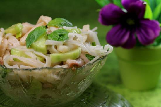 Салат из рисовой лапши с овощами Теплый салат с кальмарами и рисовой лапшой