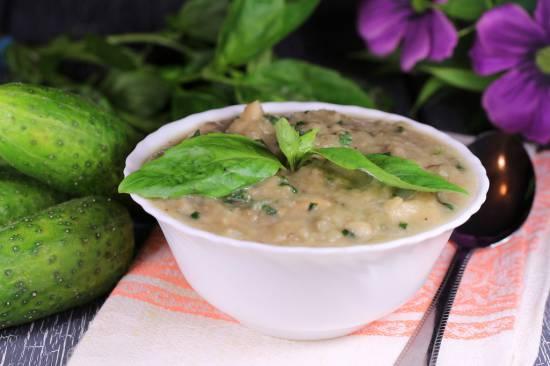 Суп из баклажанов, базилика и белой фасоли