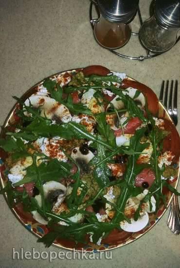Салат из рукколы с семгой и шампиньонами