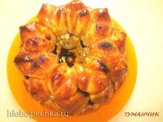 """Обезьяний хлеб с соусом """"Ириска"""", орехами и сухофруктами"""