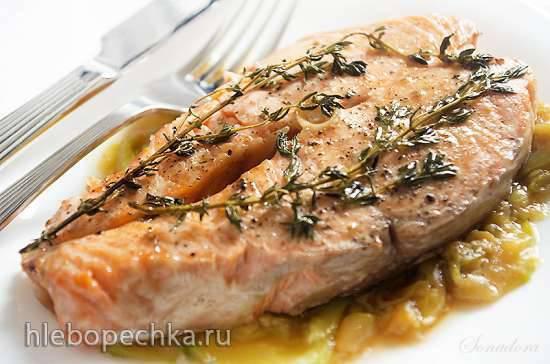 Рыбка, запеченная на овощной подушке, в пергаменте
