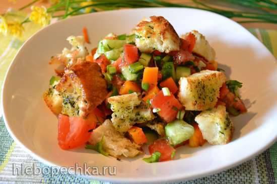 Панцанелла, итальянский салат с черствым хлебом (Panzanella)