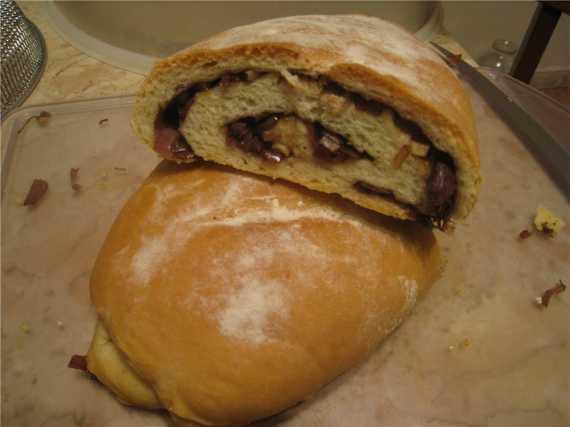 Хлеб с сладким красным луком, чесноком, тимьяном... и бальзамическим уксусом
