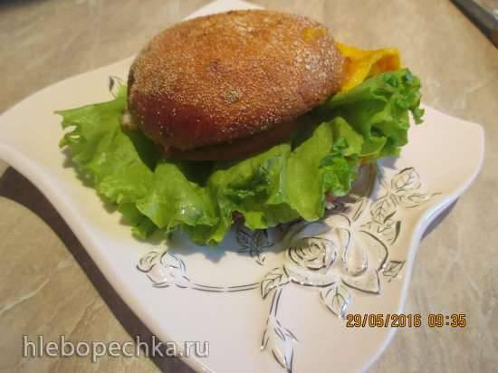 Бургер с омлетом и овощами Бургер с омлетом и овощами