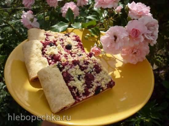 Пирог с ягодами (тесто на майонезе) в мультиварке