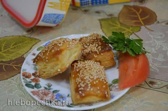 Слойки-малыши с плавленным сыром и кунжутиком Слойки-малыши с плавленным сыром и кунжутиком