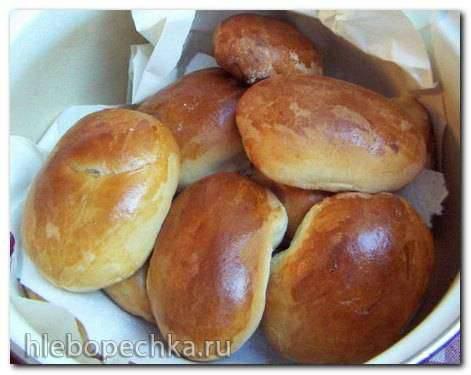 Пирожки с капустой, мясом и со сливовым вареньем