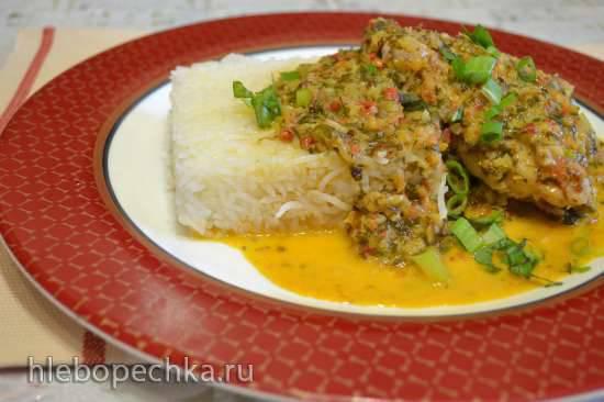 Куриные бедра, с соусом из овощной крошки под кокосовым молоком
