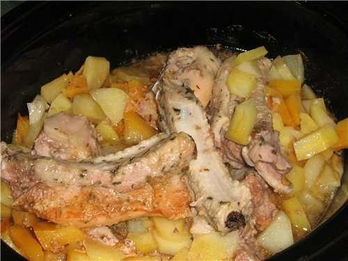 Свиные ребрышки с квашеной капустой и картофелем