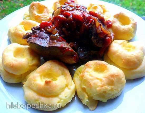 Куриная печень  с печеными сливами и картофелем дюшес