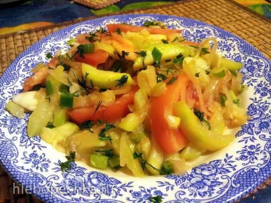 Салат из сырых кабачков со сладким перцем и базиликом Вэнь Шала или Теплый салат с кабачками по-китайски