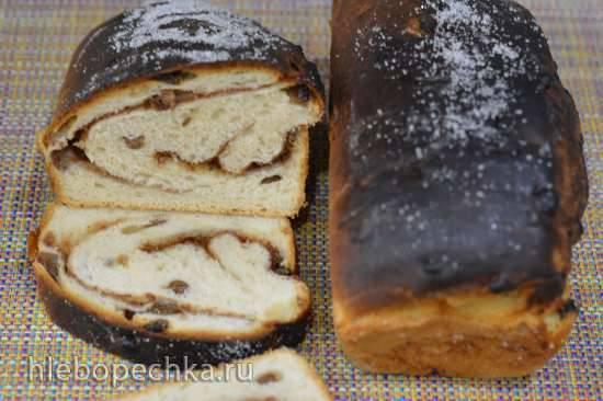 Пшеничный хлеб с изюмом и сахарной коричной спиралью