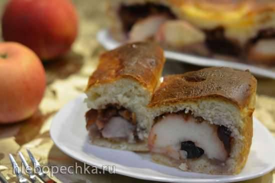 Сдобный пирог с яблоком, орехами и черносливом Сдобный пирог с яблоком, орехами и черносливом