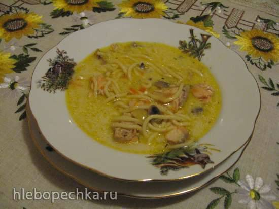 Сырный суп с семгой, шампиньонами и домашней вермишелью (газовая панель)